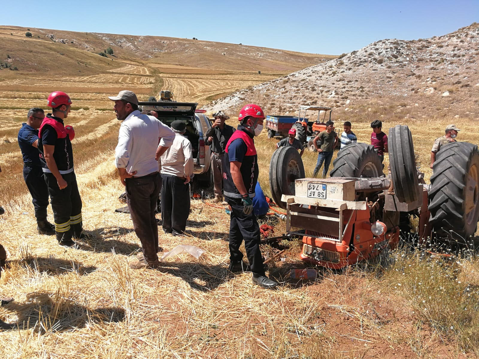 Sivas'ta traktör devrildi: 1 ölü