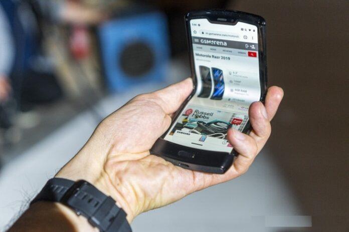 Yeni katlanabilir telefonu için tarih verildi