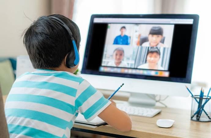 Bakan Selçuk'tan 'İnterneti olmayan öğrenciler ne olacak?' sorusuna çelişkili yanıt