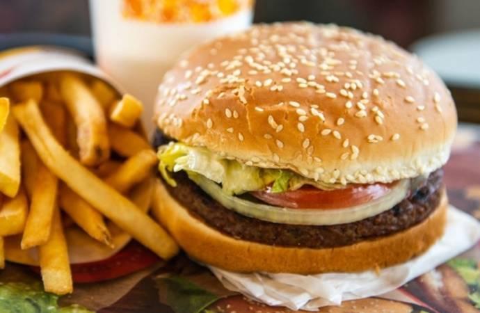 'Gençler önceki yıllara göre daha fazla fast-food tüketiyor'
