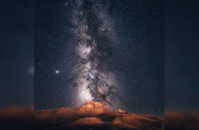 Astronomi fotoğrafçısı Betül Türksoy, Samanyolu ile Erciyes Dağı'nı birlikte fotoğrafladı