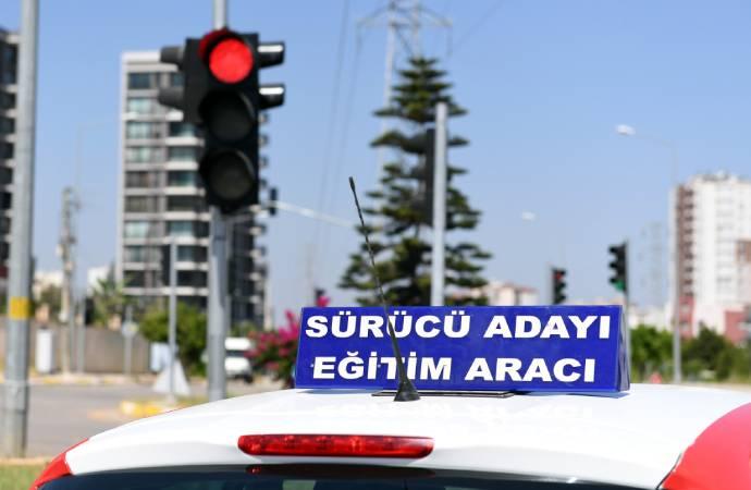 Mersin Büyükşehir, 20. Cadde'deki kavşağa trafik sinyalizasyon sistemi kurdu
