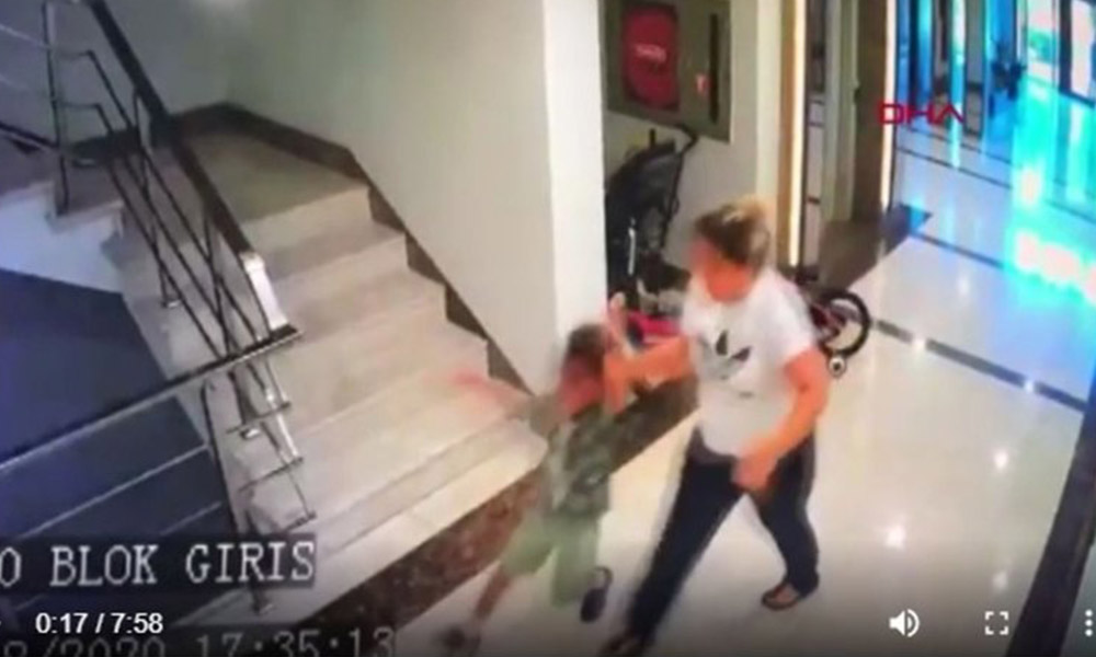 Bahçede köpeğiyle oynadı diye komşusunun çocuğunu dövdü