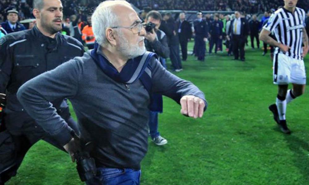 Sahaya silahla dalan PAOK başkanı, Beşiktaş maçı öncesi ortamı gerdi