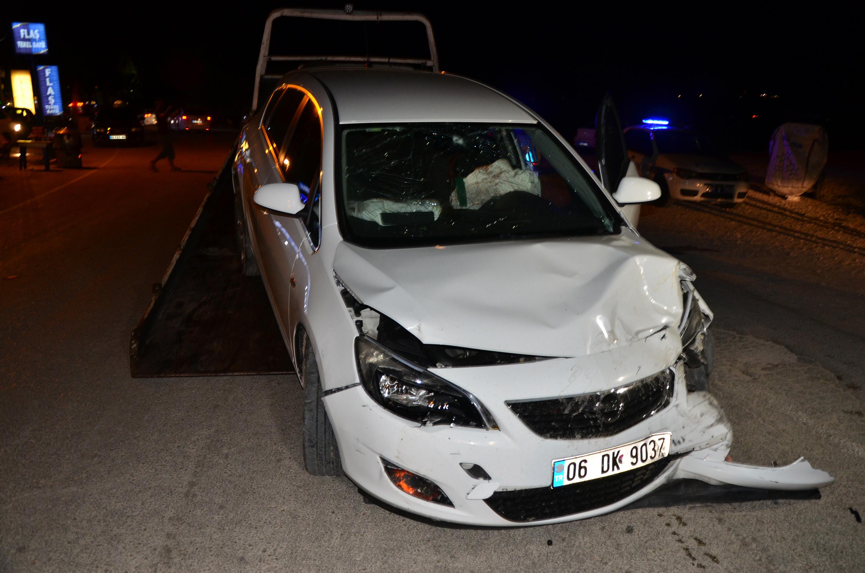 Minibüs ve otomobil çarpıştı: 3 yaralı