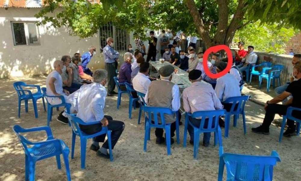 AKP'lilerin seçmen ziyaretinde sosyal mesafe hiçe sayıldı