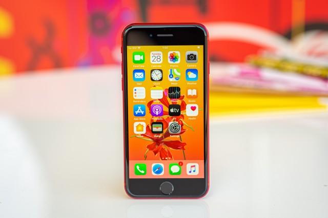 Apple iPhone satışlarını yükseltti