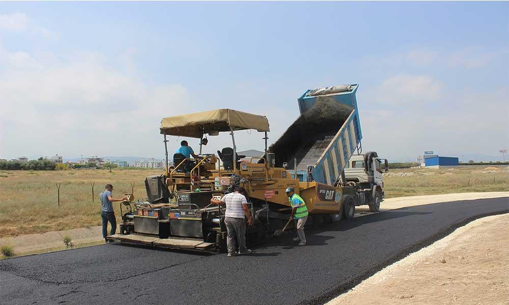 Kırsalda ve merkezde asfalt çalışmaları hız kesmiyor