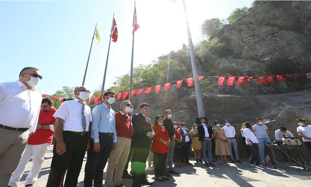 Buca 30 Ağustos Zafer Bayramı'nı Atatürk Maskı'nda kutladı