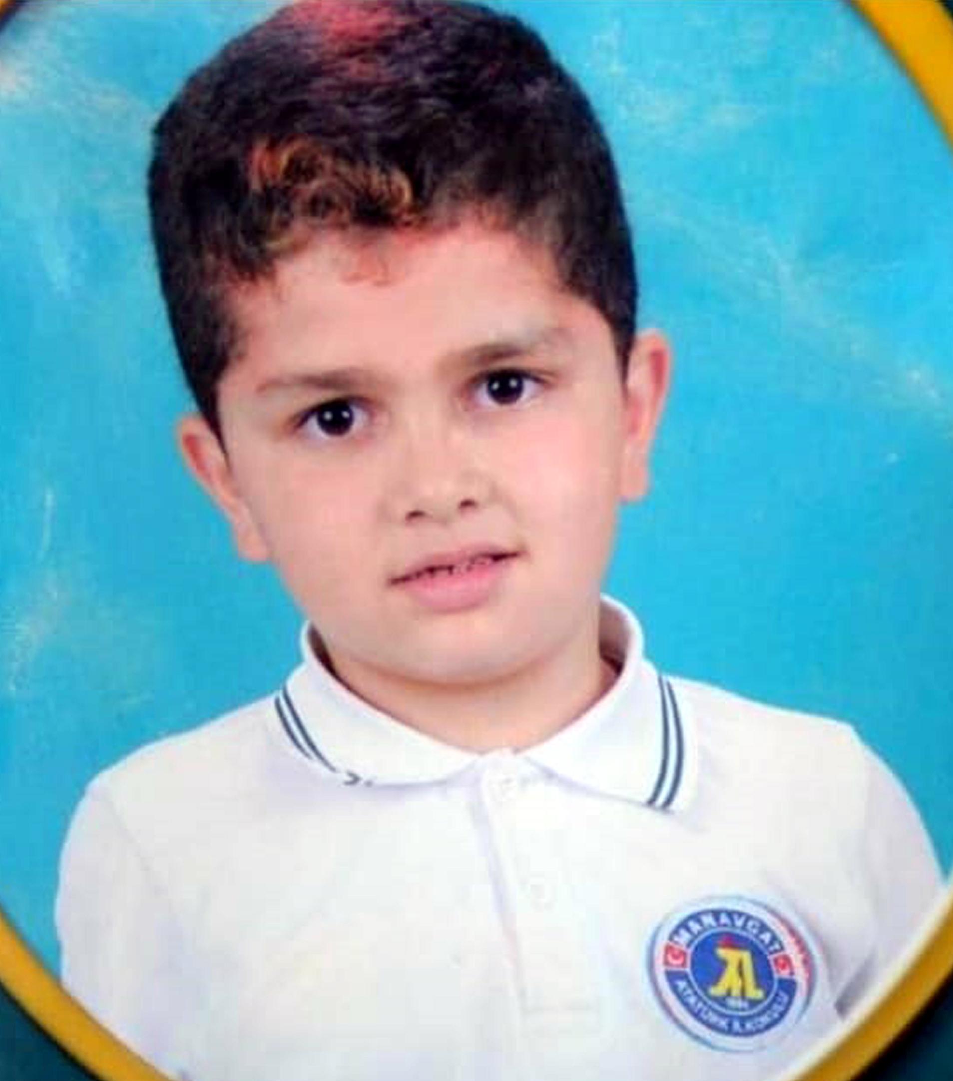 8 yaşındaki kardeşini bıçakla öldürüp, polise teslim oldu!