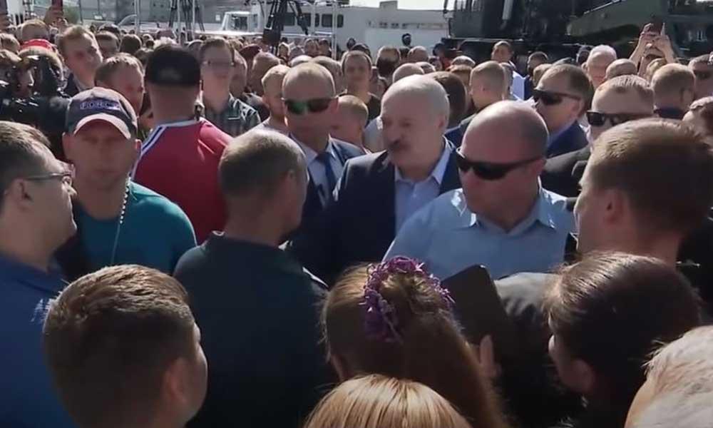 Belarus Başkanı Lukaşenko'nun işçiyle imtihanı
