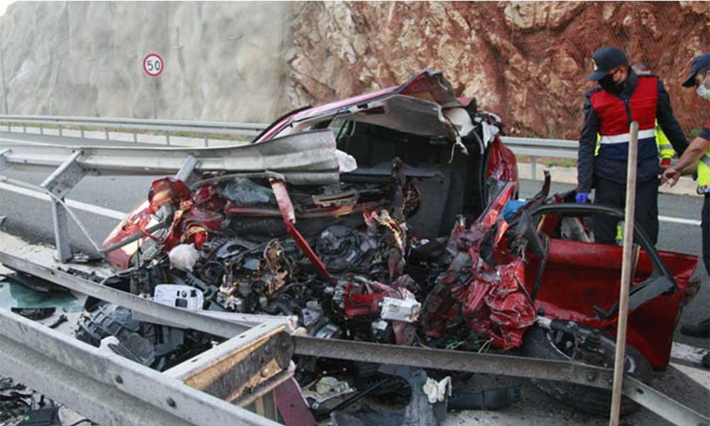 Kontrolden çıkan araba hurdaya döndü! Kardeşlerden biri hayatını kaybetti
