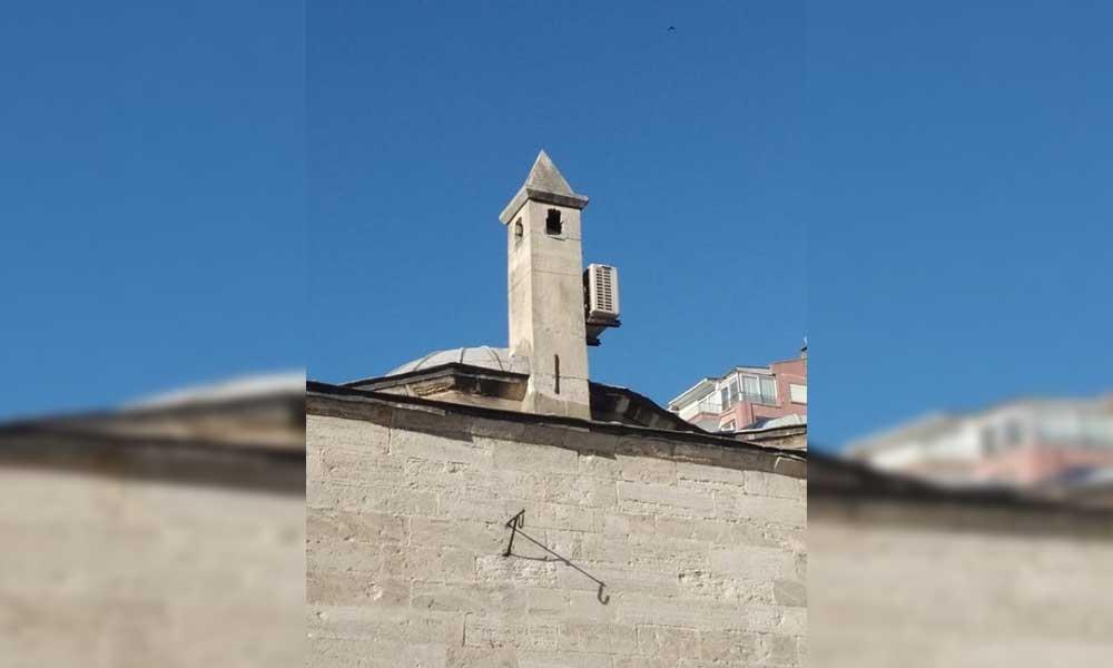 472 yıllık tarihi camiye takılan klimaya tepki yağdı