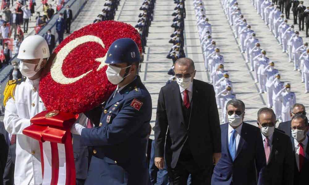Devletin zirvesi Anıtkabir'de…. Erdoğan: Türkiye bilhassa Doğu Akdeniz'de tehdit, yıldırma ve şantaj diline boyun eğmeyecek