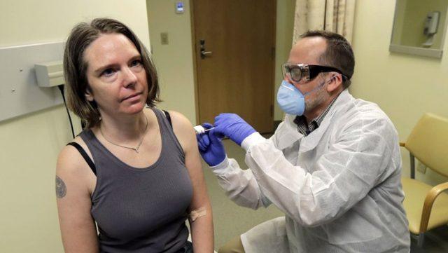 Kovid-19 aşısının denendiği ilk hastadan açıklama: Mükemmel hissediyorum