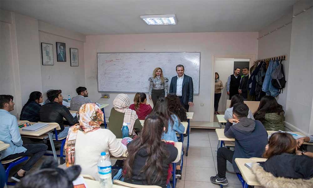 Büyükşehir ile yüzlerce öğrenci köklü üniversitelere yerleştirildi