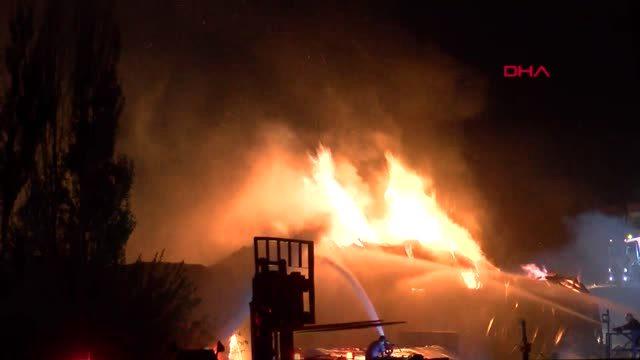 Gaziantep'te palet fabrikasında yangın