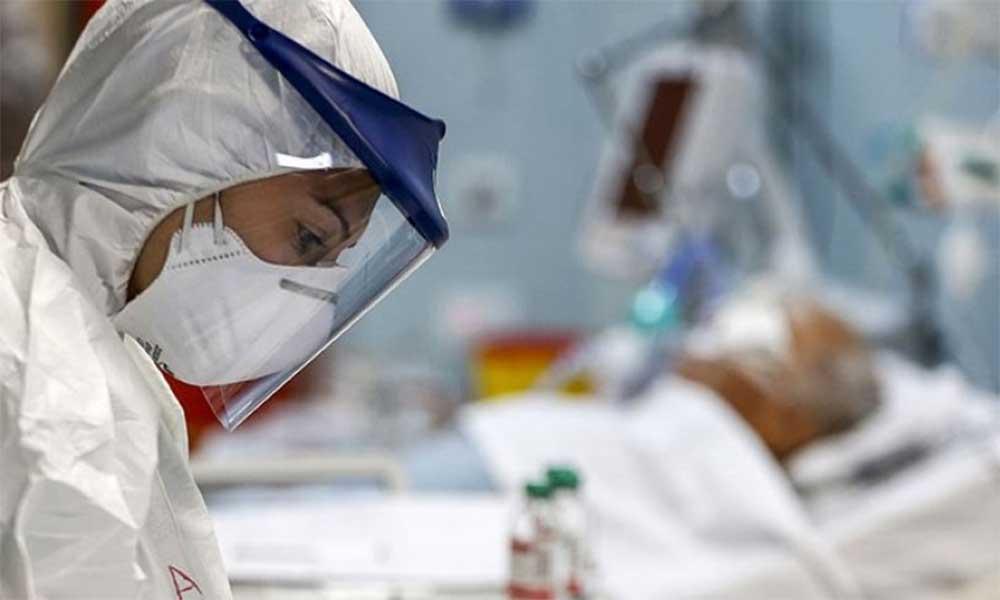 'Sağlık çalışanları semptomları olmasına rağmen çalışıyor'