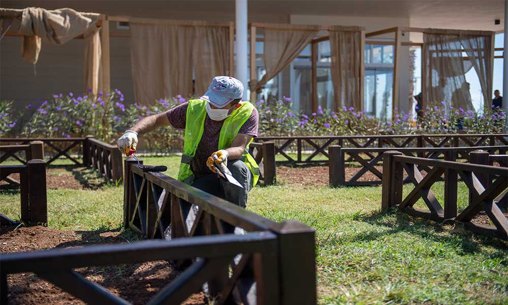 Kültür Park'ta yakında açılacak mekanların peyzaj düzenlemeleri yapılıyor