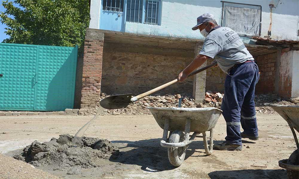 Efeler Belediyesi, selin izlerini siliyor