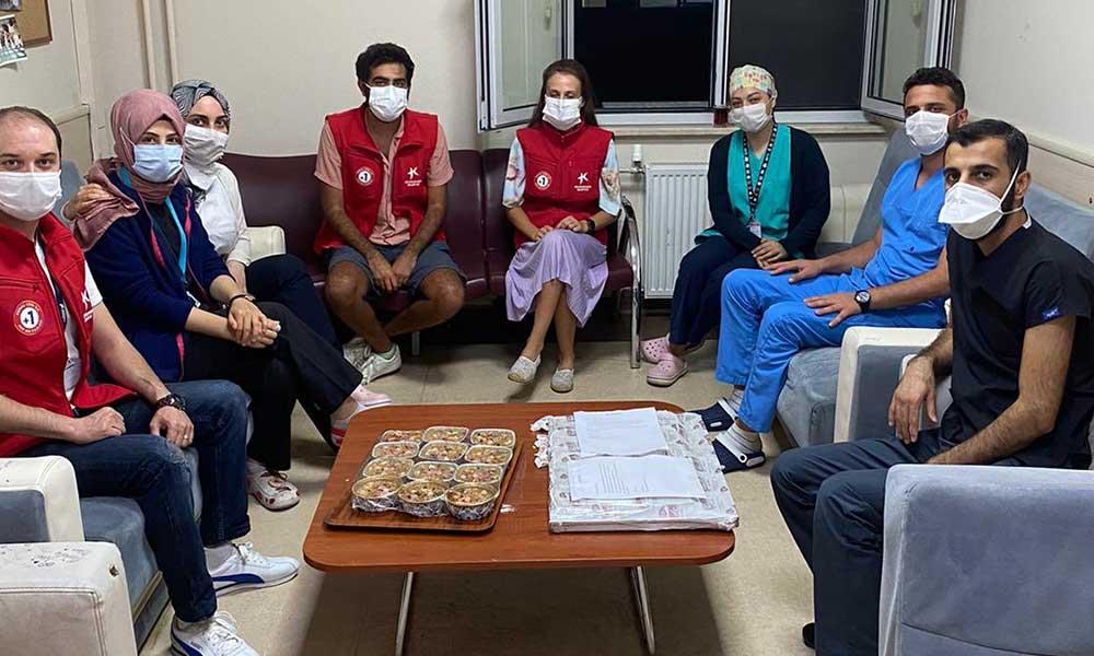 Canı aşure çeken sağlık çalışanına CHP'li başkandan sürpriz