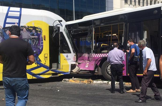 Tramvay halk otobüsüne çarptı!