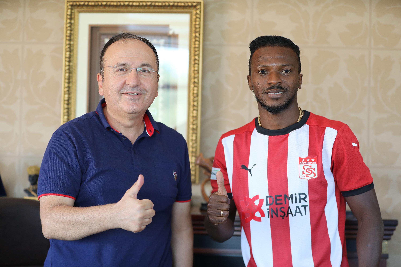 Demir Grup Sivasspor, Kayode ile anlaştı