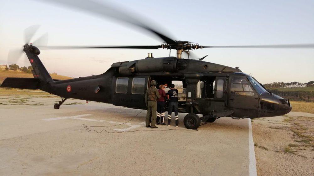 Yeni doğan bebeğe askeri helikopterle sevk