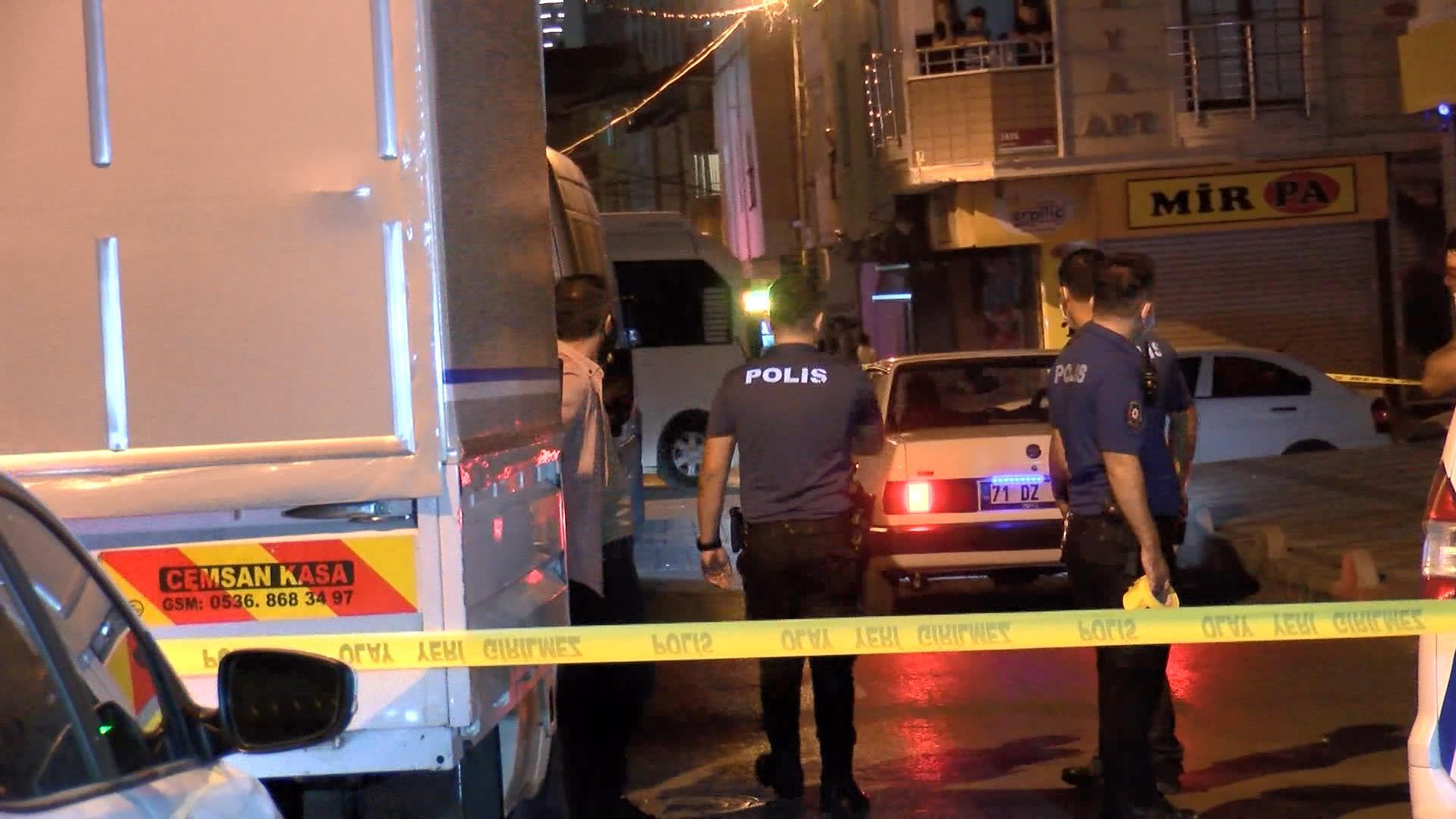 Şehir magandaları iş başında: Araçtan ateş açtılar, 5 kişiyi yaraladılar