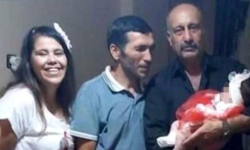 Kocası ve çocuğunun gerçek babasıyla birlikte fotoğraf çektirmiş