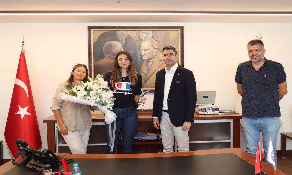 Kartal'ı gururu milli voleybolcudan Başkan Gökhan Yüksel'e ziyaret