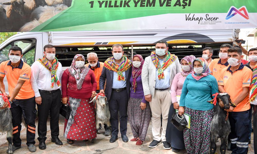 Başkan Seçer Mersin'in yörüklerine can suyu oluyor