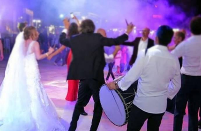 Koronavirüs tedavisi gören 80 yaşındaki hasta 72 saatte 5 düğüne gitmiş!