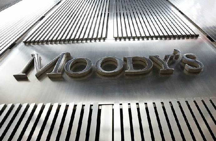 Moody's sekiz şirketin daha kredi notunu düşürdü