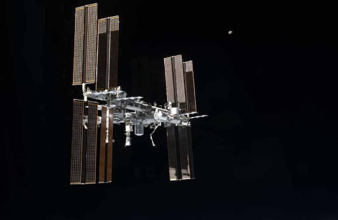 Astronotlar, yaklaşan bir cisim nedeniyle kaçış manevrası yapmak zorunda kaldı