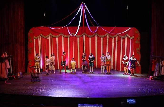 İBB, pandemiden etkilenen 50 özel tiyatroya sahnelerini açıyor