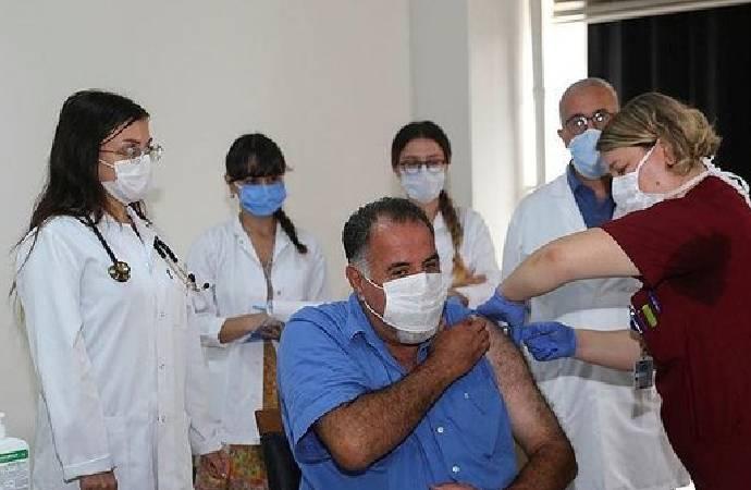 İstanbul'da ilk doz! Gönüllüler Covid-19 aşısı için sıraya girdi
