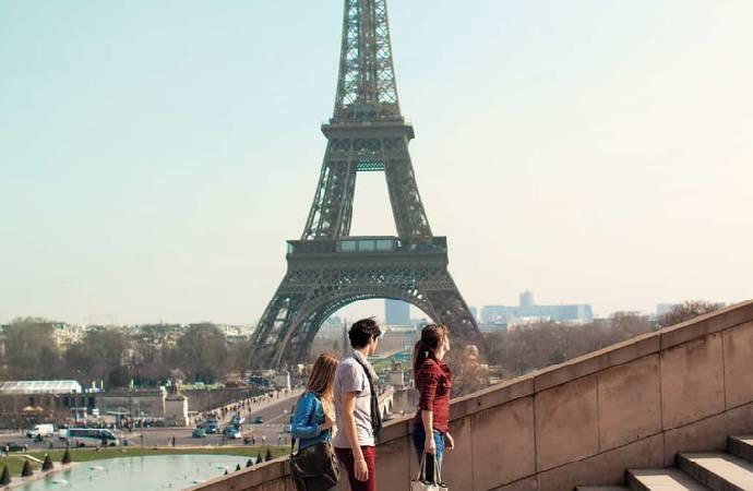 Paris'te büyük patlama sesi!