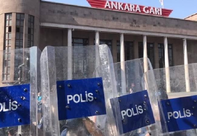 HDP'nin, Ankara Garı'ndaki 'Barış zinciri' etkinliğine polis engellemesi