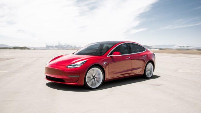 Tesla sürücüsü uyuya kaldı