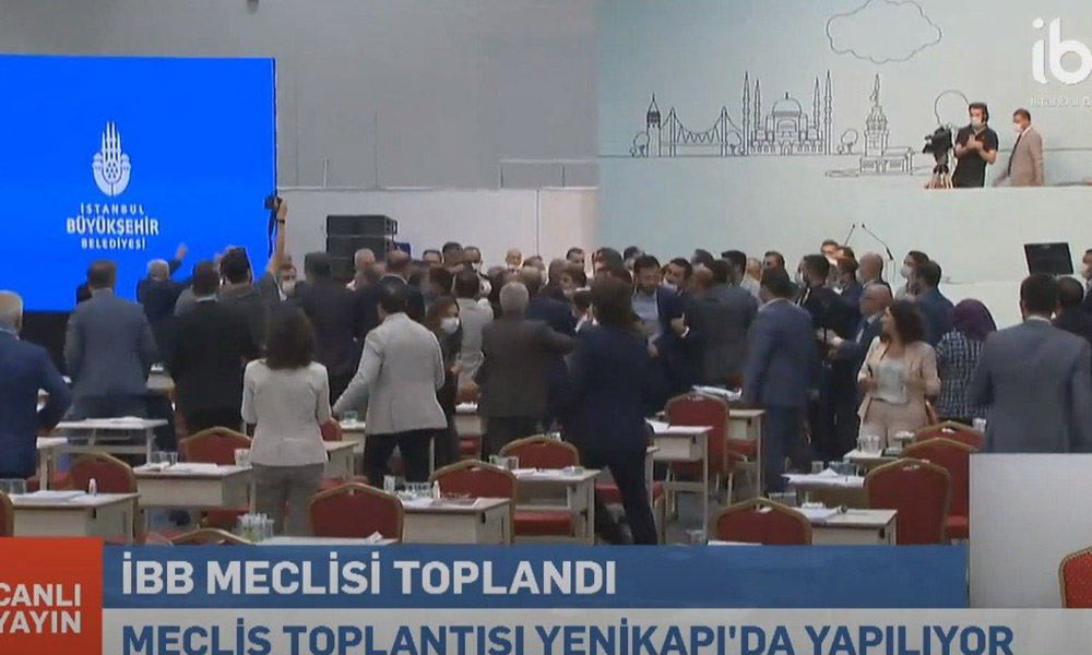 İBB Meclisi'nde kavga çıktı! AKP'li Göksu ortalığı karıştırdı