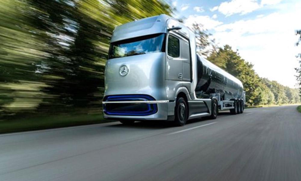 Mercedes hidrojen ile bin kilometre giden aracını tanıttı