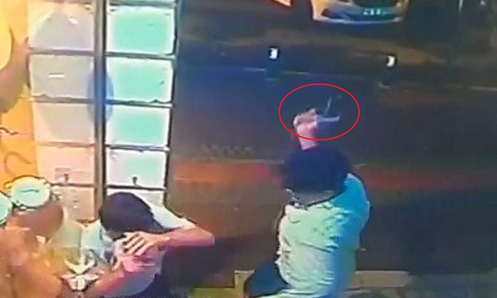 16 yaşındaki çocuk, eli kız arkadaşına dokunan yolcuyu tabanca kabzasıyla döverek öldürdü