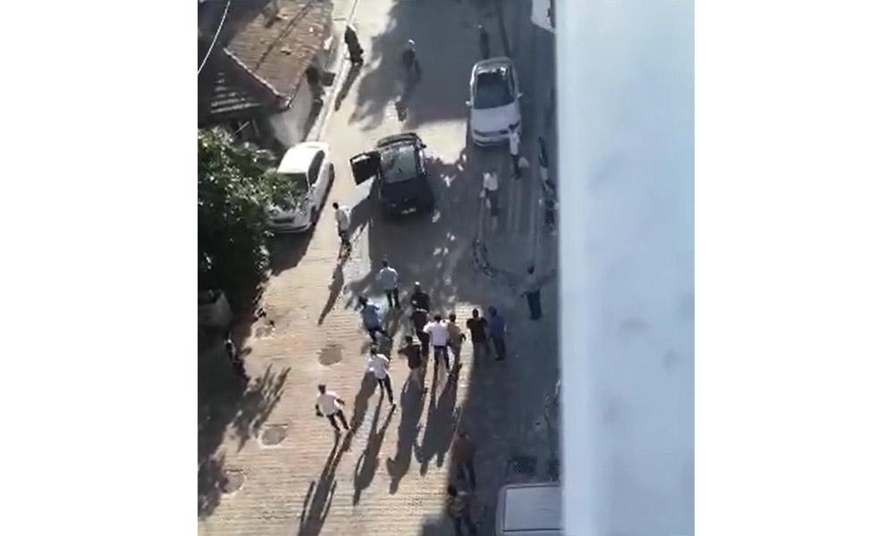 Sultangazi'de dehşet anları! 8 kişi, bir kişiyi güpe gündüz kaçırıp darp etti