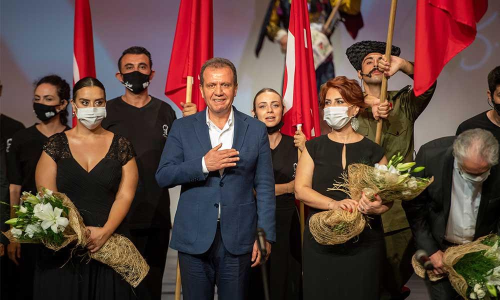Başkan Seçer tiyatroya katkılarından dolayı 'Emek Ödülü'ne layık görüldü