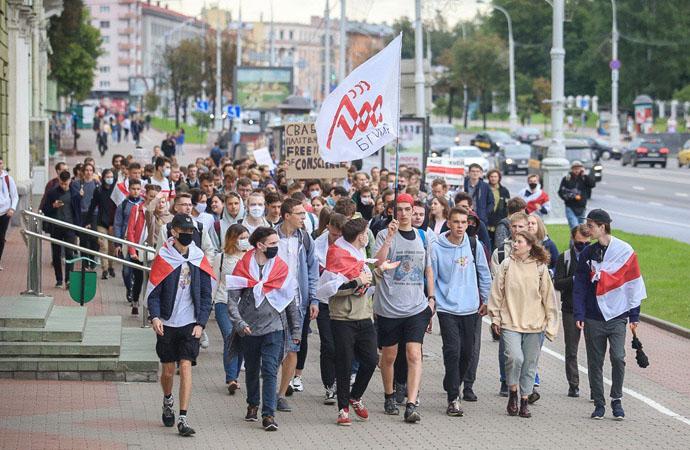 Belarus'ta okullar diktatörü protestoyla açıldı