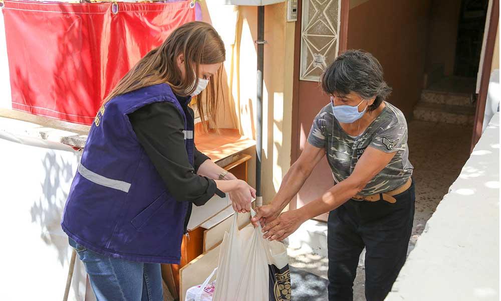 Buca'da beş bin aileye temizlik paketi