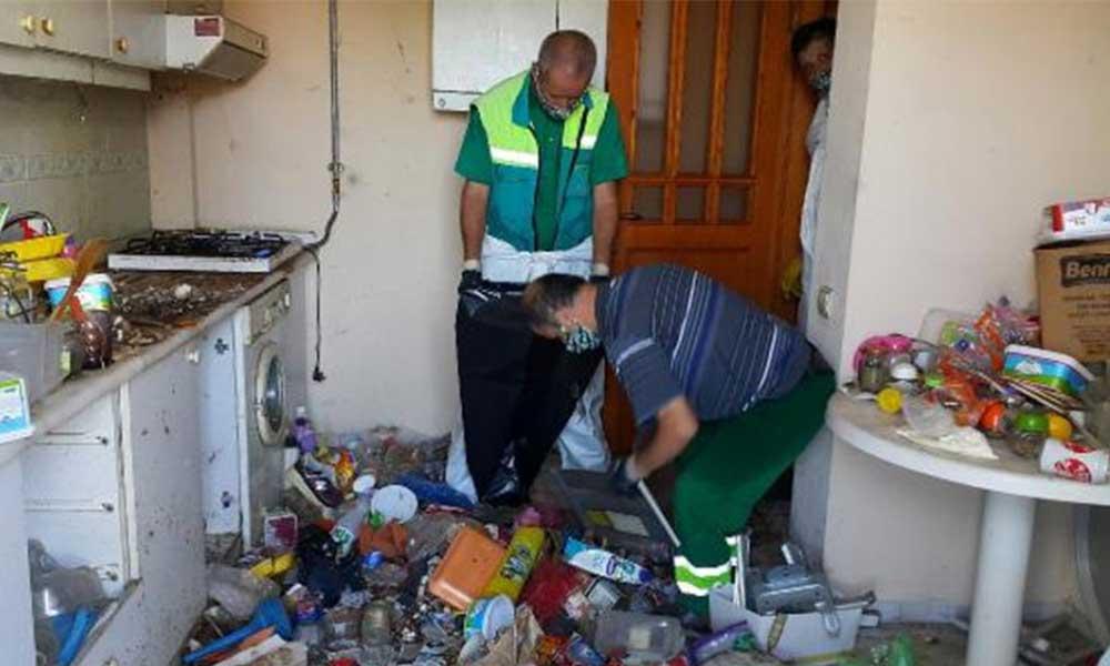 72 yaşındaki adamın evinden 10 ton çöp çıktı!