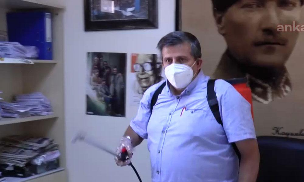 'Devrimci muhtar' dezenfekte ekibi kurdu