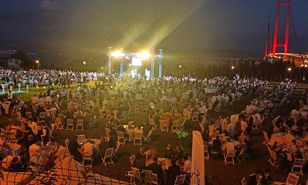 Düğün yasağı AKP'liler için geçerli değil